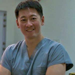 Bác sĩ Richard Teo tại cơ sở phẫu thuật thẩm mỹ của mình trước khi biết bị ung thư. Ảnh: Richardteo.com